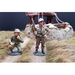 2 US marines Américains, radio et sergent, au combat, Iwo Jima 1945