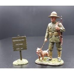 Soldat d'infanterie Américain à la garde, 1917-1918, avec son pitbull