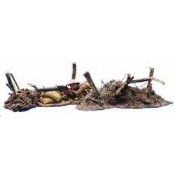 2 amas de terre avec barbelés pour diorama