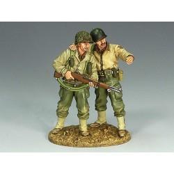 """2 soldats d'infanterie Américains au combat, """"par là..."""", Normandie 1944"""