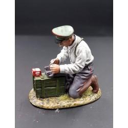 Fourrier Allemand réparant un vêtement, 1915-1918