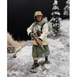 Panzergrenadier Allemand, Ardennes, hiver 1944-1945, en progression, avec fusil