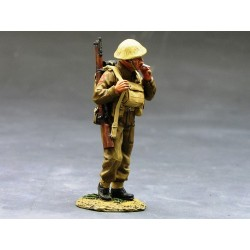 Soldat d'infanterie Britannique, en marche, bataille de France, 1940
