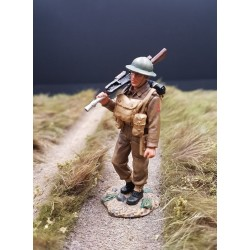 Soldat d'infanterie Britannique, en marche avec BREN, France-Belgique 1940