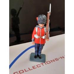 CE001, officier de garde Britannique