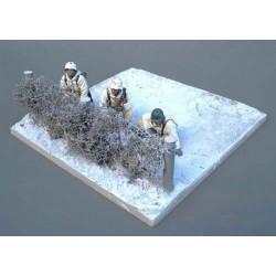 Décors-dioramas, 2 socles-présentoirs plateau enneigé, avec haie, pour diorama hiver