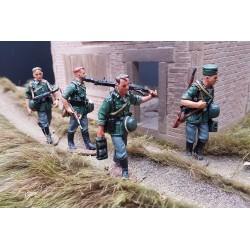 4 soldats d'infanterie Allemands en progression, Wehrmacht 1939-1940