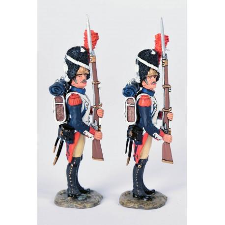 NA063-2 Grenadiers à pied de la garde impériale Française, au présenter-armes