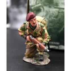 Parachutiste Britannique, accroupi, en attente, 1944, opération Market Garden