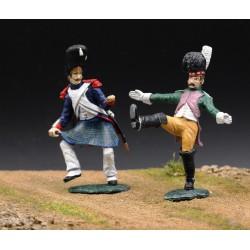 Dragon et grenadier Français dansant, déguisés, au bivouac